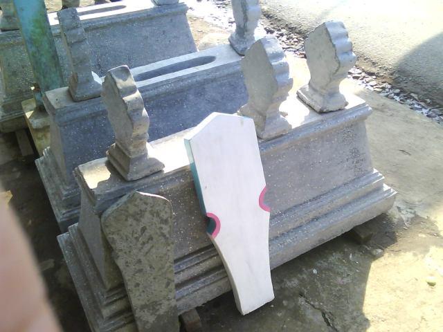Ini bukan makamnya, tpi tempat penjualan nisan & kijing
